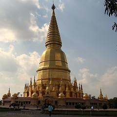 20110115_0098 Wat Phraputta Bat Huai Tom,  (ol'pete) Tags: thailand temple li stupa buddhist wat prang lamphun    wihan       canoneos350d efs1855mm 13556is   doilopete watphraputtabathuaitom buddhaimage buddhastatue  sriviengchai