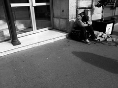 (anw.fr) Tags: poverty street city blackandwhite bw dog chien man paris france iii homeless poor streetphotography nb capitale rue grdigital sdf ricoh ville homme pauvre grd pauvrete sansdomicile sansdomicilefixe grd3 grdiii