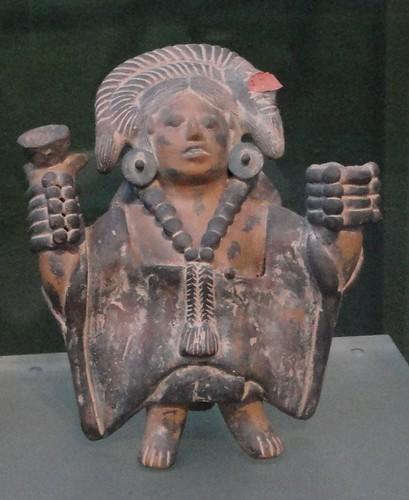 Figurilla antropomorfa femenina. Cultura Maya, Jaina Campeche. Clásico Tardío (600-900 d.C.)