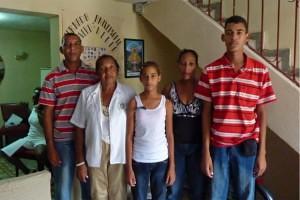 b03b3_Cuba_autoriza_salida_familia_Orlando_Zapata-300x200