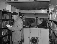 Anglesey Mobile library - door to door service! (LlGC ~ NLW) Tags: reading libraries trucks bookcases bookmobiles angleseywales genrephotographs cymruwalesllyfrgellgenedlaetholcymrunationallibraryofwalescharles geoff19092002filmnegatives librariesacrossthecommons