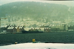 Ponds and frost. (piermario) Tags: ocean gelo norway 50mm norge frost contax bergen dots shores bryggen norvegia distances permanent oceano rive distanze 139quartz puntini yourewelcometokeepit