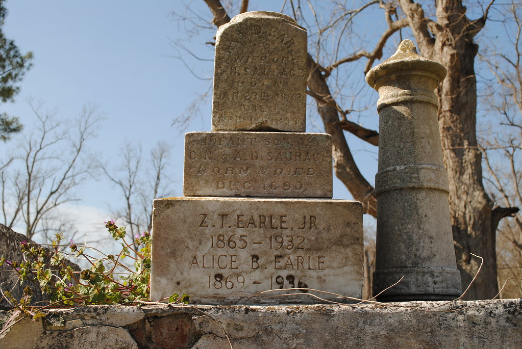 earle, saurage tomb