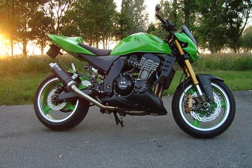 Kawasaki Z1000 Z750(s) Plaza 59 - Naked bikes - Motor-Forum