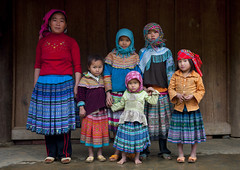 Flower Hmong people - Vietnam (Eric Lafforgue) Tags: kids children women asia vietnam clothes viet asie tradition vietname costums  wietnam    vietnam5601