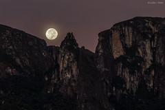 Por da Lua (Waldyr Neto) Tags: moon moonrise lua montanhas luacheia parnaso serradosórgãos waldyrneto