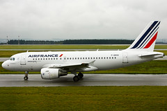 Air France - F-GRXH - Airbus A319-115LR (Oscar von Bonsdorff) Tags: paris france canon studio airplane aircraft kitlens aeroplane pro af klm flugzeug kl avin charlesdegaulle photographing ssg avion airfrance xsi cdg canon1855 vliegtuig malabo equatorialguinea flygplan a319 319  dedicate  aeroplano canon1855mm afr lentokone samolot airbusa319 uak lfpg flugvl  1855lens a319100 450d canon1855is lennuk  319100 a319lr airfrans canonefs1855mmf3556is  ilfc letoun a319115lr fastvingefly fgsl aroplanum oscarvonbonsdorff af3008 davwc fgrxh 319115lr serialnumber2228 319lr airfrancededicate dedicateaircraft msn2228 airbusa319115lr kl2254 airfrancetoafrica airfrancetoequatorialguinea airfrancetomalabo a319toafrica gettyimagesfinlandq1