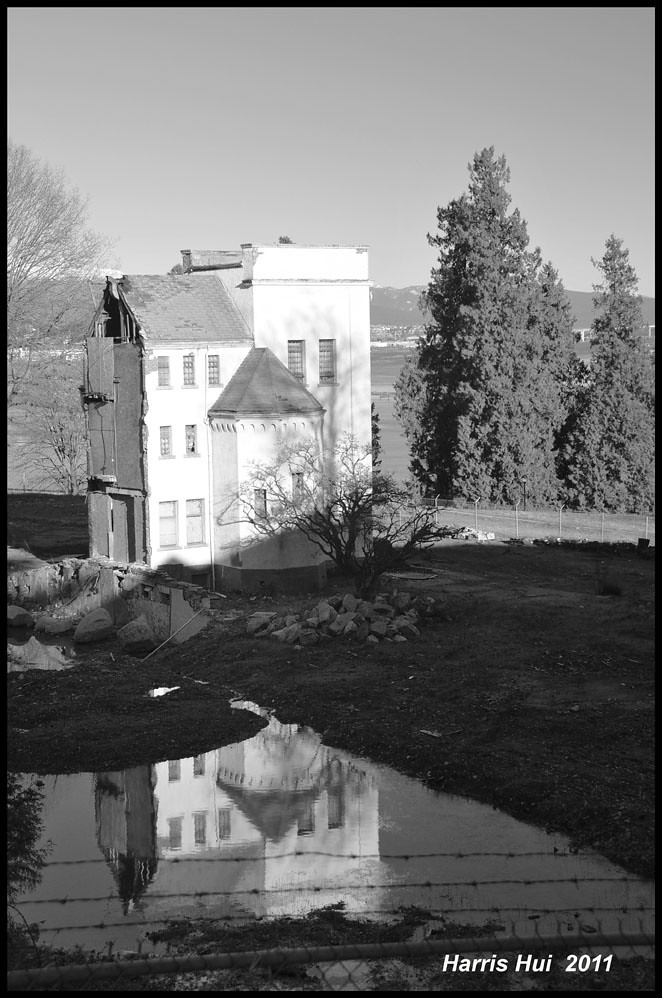 Reflecting On The Abandoned Houses - Woodlands School N5496e