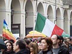 Torino 13 febbraio 2011 (stegdino) Tags: torino flag donne corteo challengeyouwinner yourock1st ispywinner 13febbraio2011