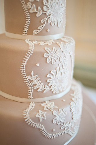 Lace wedding cake share 20Lace wedding cakeby cakebysugar