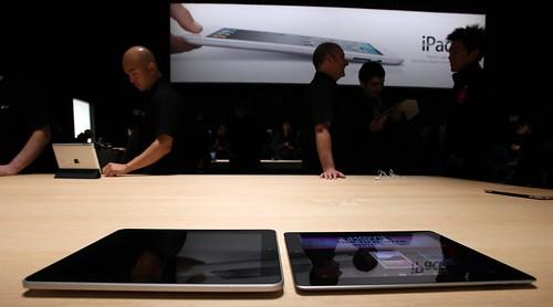 iPad 1 (left) vs iPad 2