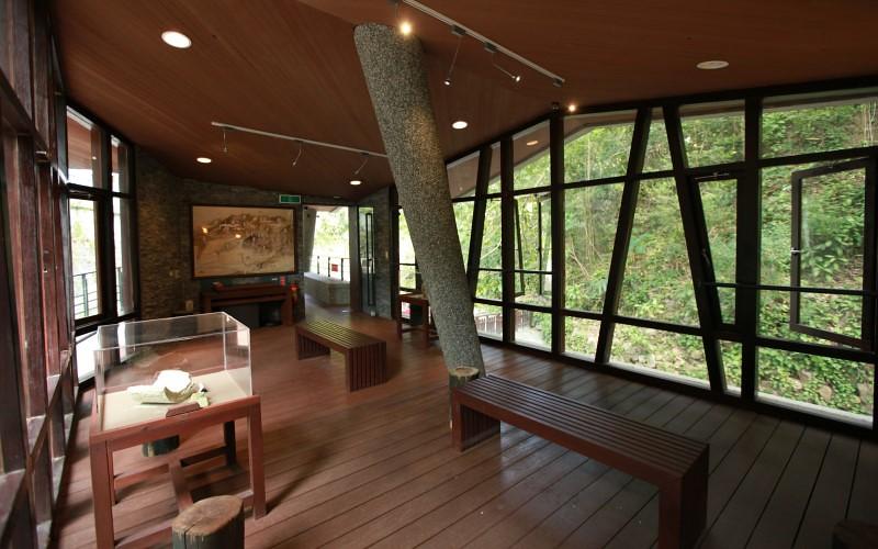 地熱谷前的小型解說館室內