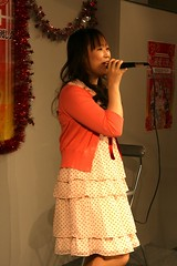 110307(1) - 漫畫家「種村有菜」在自己作詞/演唱的歌曲專輯《純愛天使》發表會上引吭高歌!
