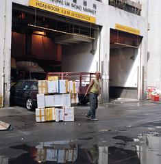 Hong Kong 2011 (BckWht) Tags: rolleiflex hongkong 香港 35e kodak160vc tsuenwan 荃灣 xenotar yeungukroadmarket 楊屋道街市