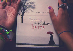 103: The Book Thief (lul ) Tags: me book hand eu livro thebookthief 365challenge ameninaqueroubavalivros mao