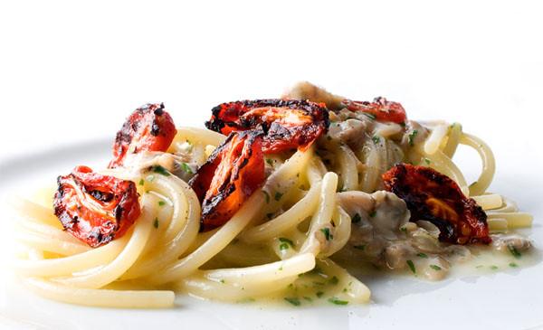 Аппетитная еда uliassi-spaghetti-affumicati-vongole