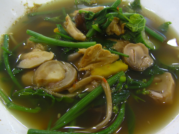 Healthy thai food 21 delicious dishes that are actually good for you vegetable herb soup forumfinder Choice Image