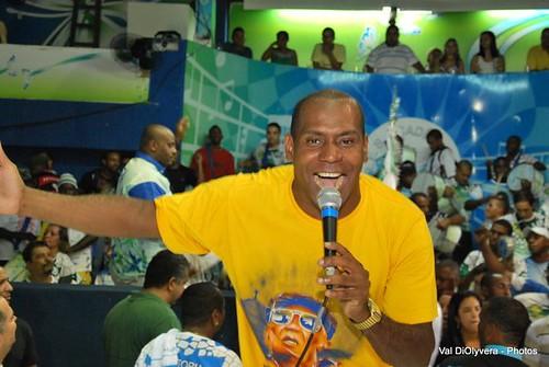 GRES Acadêmicos da Rocinha - 23 anos de paixão. Festa realizada em 30 de março de 2011. O intérprete Anderson Paz canta com garra - Foto: Val DiOlyvera