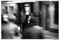 (.FotoMiradas.) Tags: bw blancoynegro movement sony movimiento bn alpha velocidad pamplona femenino estafeta a700 fotomiradas davidazanza