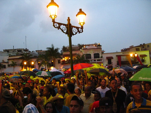 Voces Amarillas Un Concierto Por El 4% Para La Educacion en La Plaza España
