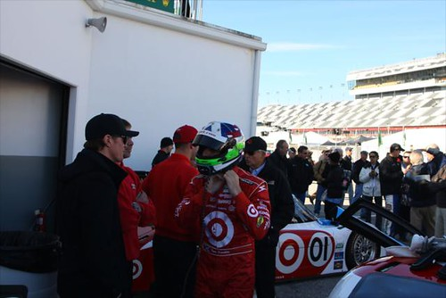 Dario chats with Scott Dixon before practice begins