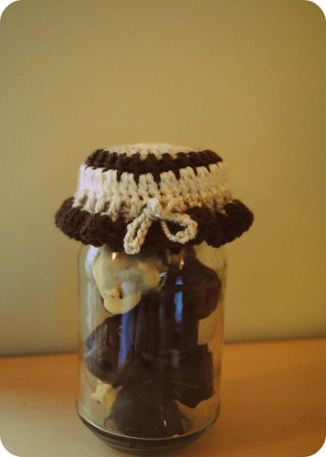 crochet jar cover ::