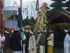 R0015372 (Ginas Pics) Tags: bali smart religious worship religion praying holy temples sacred ginaspics gettyimagesbali reginasiebrecht copyright2015reginasiebrecht