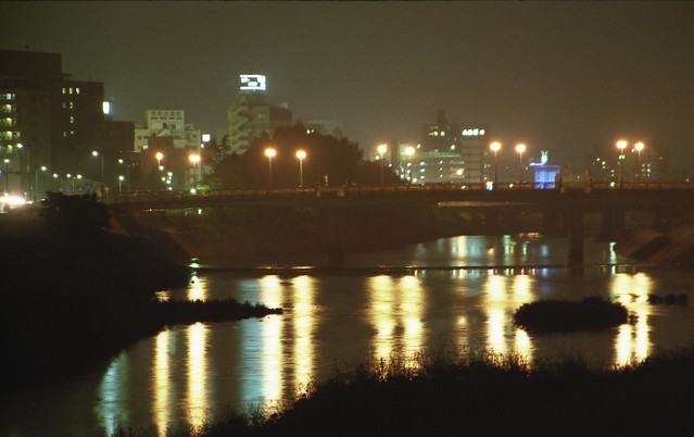 川の夜景のフリー写真素材