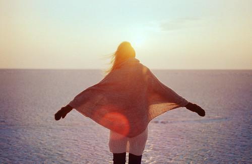 [フリー画像] 人物, 女性, 海, 後ろ姿, 201102191500