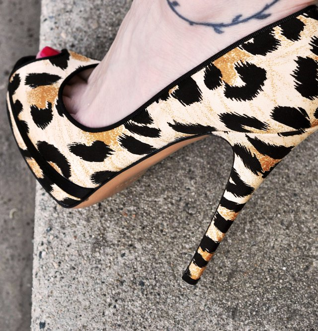 leopard print stilettos, sexy shoes, sexy heels, peep toe pumps, pretty shoes, photos of shoes, leopard print shoes, DSC_0128