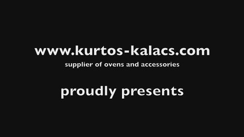 The making of Kurtos kalacs / Chimney cake