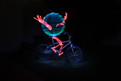 """Look Dad!!! no haaaaands!"" (El Endemoniau) Tags: longexposure argentina bike canon orb bicicleta flashlight esfera elwire lightpaint singleexposure endemoniau"