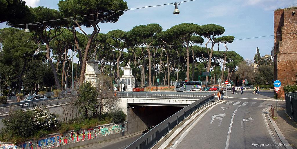 Sur la gauche, entrée de la Villa Borghese