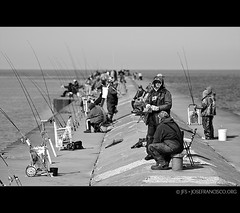 Fishing at St Joseph North Pier (josefrancisco.salgado) Tags: usa lake beach lago pier muelle us fishing nikon michigan unitedstatesofamerica stjoseph playa lakemichigan nikkor pesca silverbeach pescando d7000 70200mmf28gvrii