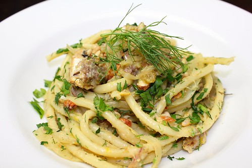 Pasta con le sarde (pasta with sardines and fennel)