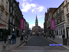 Stirling Town Centre (King Street) (friskierisky) Tags: trees people nature grass scotland pond ray stirling historic golfcourse highdefinition putting kingstreet lochlomond countryroad thefall towncentre stirlingcastle zoomin amazingnature portstreet panin creativecommonslicence friskierisky varietyofpics allsafepicswelcome autumn2010 vivitarphotography batchtagging dateoncamera