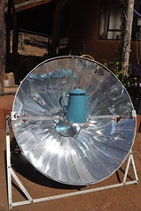DSC_0073 (brianfey) Tags: shiny parabola teat solarpower bluepot solarcooking parabolicdish