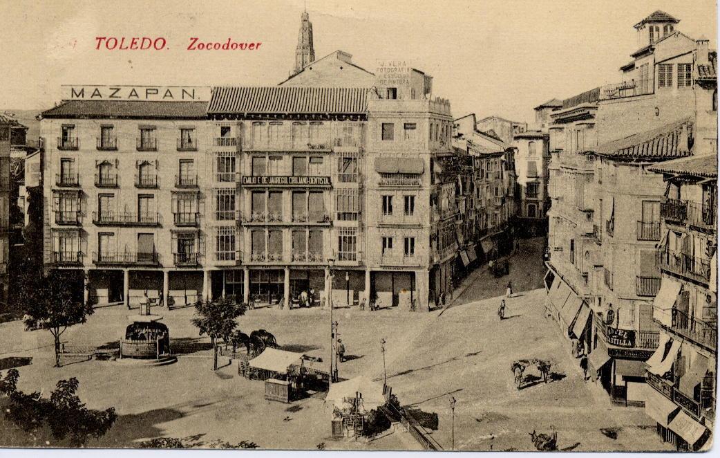 Urinarios de Zocodover hacia 1905