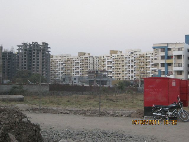 Sonigara Kesar 2 BHK - 3 BHK Flats in Kaspate Wasti - Wakad Pune - view from 80 feet D P Road to Malpani Greens
