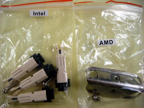 AC Freezer-13 內附兩種 CPU 扣環