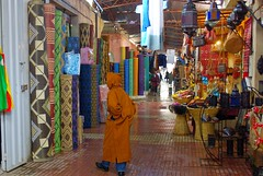 walking in the souq (guido camici) Tags: africa pentax sigma morocco berber maroc westafrica marocco maghreb souk souq phototrip suk taroudant berbers suq phototravel magreb souss  imagesofafrica sooq kingdomofmorocco  berberi sigmalenses penrax sigma1770mmf2845dcmacro pentaxk10d moroccanstyle berberpeople imagesforafrica fotodiviaggio southmorocco moroccotravelphotos soussvalley guidocamici africaoccidentale jouerney  esouk immaginidellafrica pictureofafrica fotografiedellafrica stilemarocchino moroccanstylelife moroccotripphotos maroccofotodiviaggio maroccofotografiediviaggio fotodiviaggioinmarocco fotografiediviaggio valledelsous tamazirtnsus valledelsouss maroccodelsud taraoudant thelillemarrakech lapiccolamarrakech trdnt tarudannt grandmotherofmarrakech taroudantsouq taroudantthrsouq taroudantsouk taroudantthesuq taroudantsuk