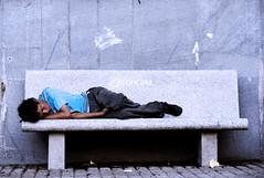 Concasa (Gusanint) Tags: park street plaza blue parque portrait man color calle colombia place sleep retrato seat bolivar dream banco rest hombre descanso sueño dormido pereira plazadebolivar ssanint