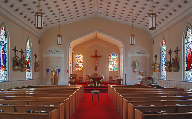 Saint Joseph Roman Catholic Church, in Louisiana, Missouri, USA - nave