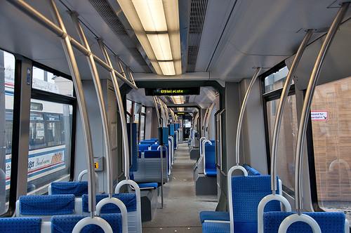 Stoff statt Holz: Innenraum im R3-Zug 2205