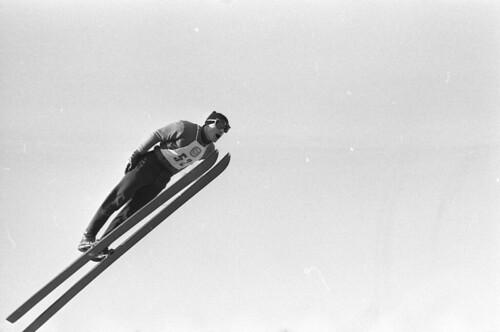 Dieter Neuendorfs sølvsvev under Spesielt hopprenn, liten bakke i Midtstubakken, VM på ski i Oslo 1966