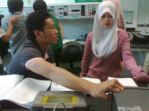 Anuar a.k.a Penaberkala dalam lab IACS
