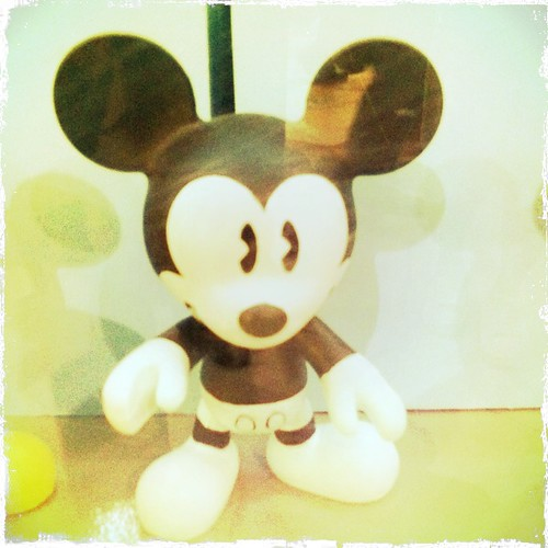 mickey mouse - express yourself figure on-the-spot painting contest (1)