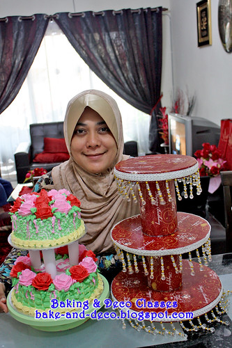 Batch 30 Dec 2010: DIY Cake & Cupcakes Stand