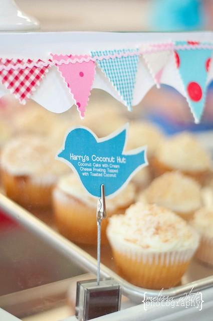 on a lark cupcake shoppe fb-0227