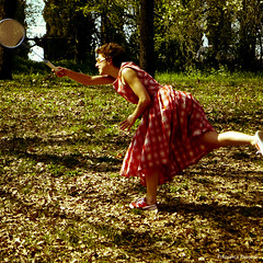 Badminton (Francesca Pasquali) Tags: leica portrait people italy sun playing color art primavera girl beauty smile vintage poster fun spring cool italian funny italia play place emotion time 5 emo pop vogue posters sole colori lux dlux badmington volano palying playng dlux5 badminyon